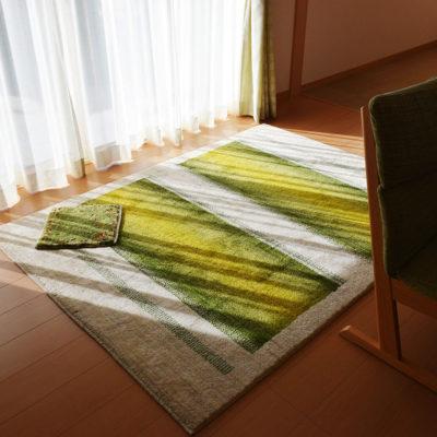 床暖の上のギャッベは最高。